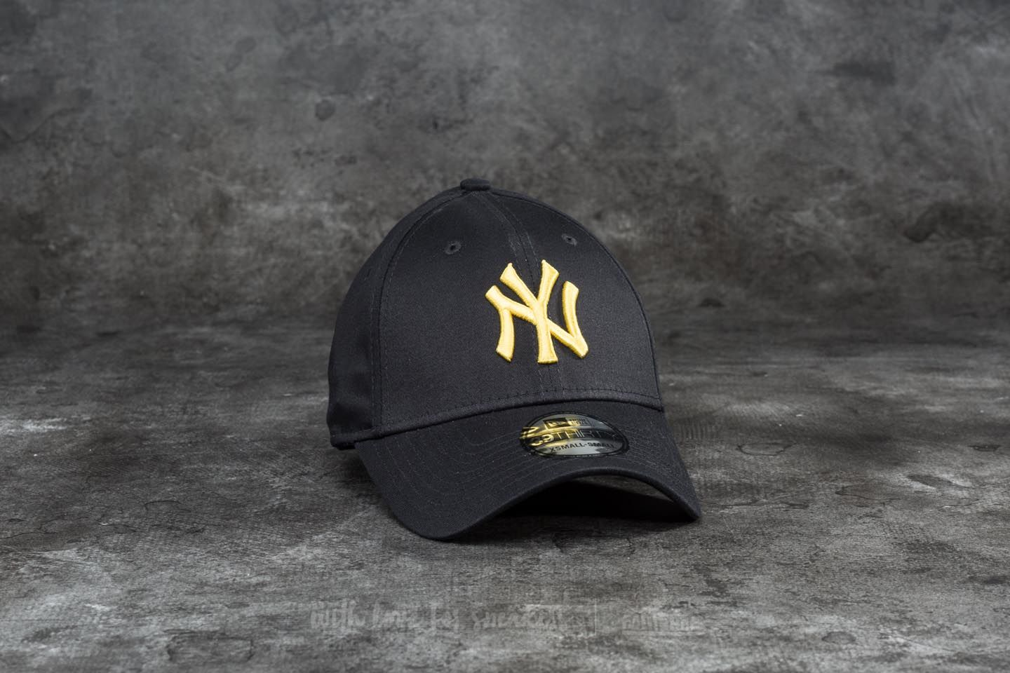 New Era 39Thirty League Essential New York Yankees Cap Black/ Yellow - 18670