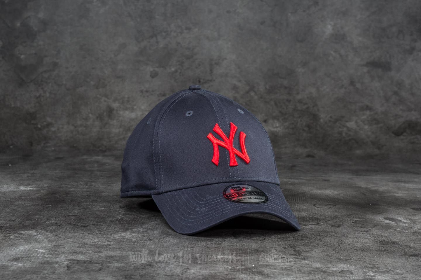 New Era 39Thirty League Essential New York Yankees Cap Navy/ Red - 18707