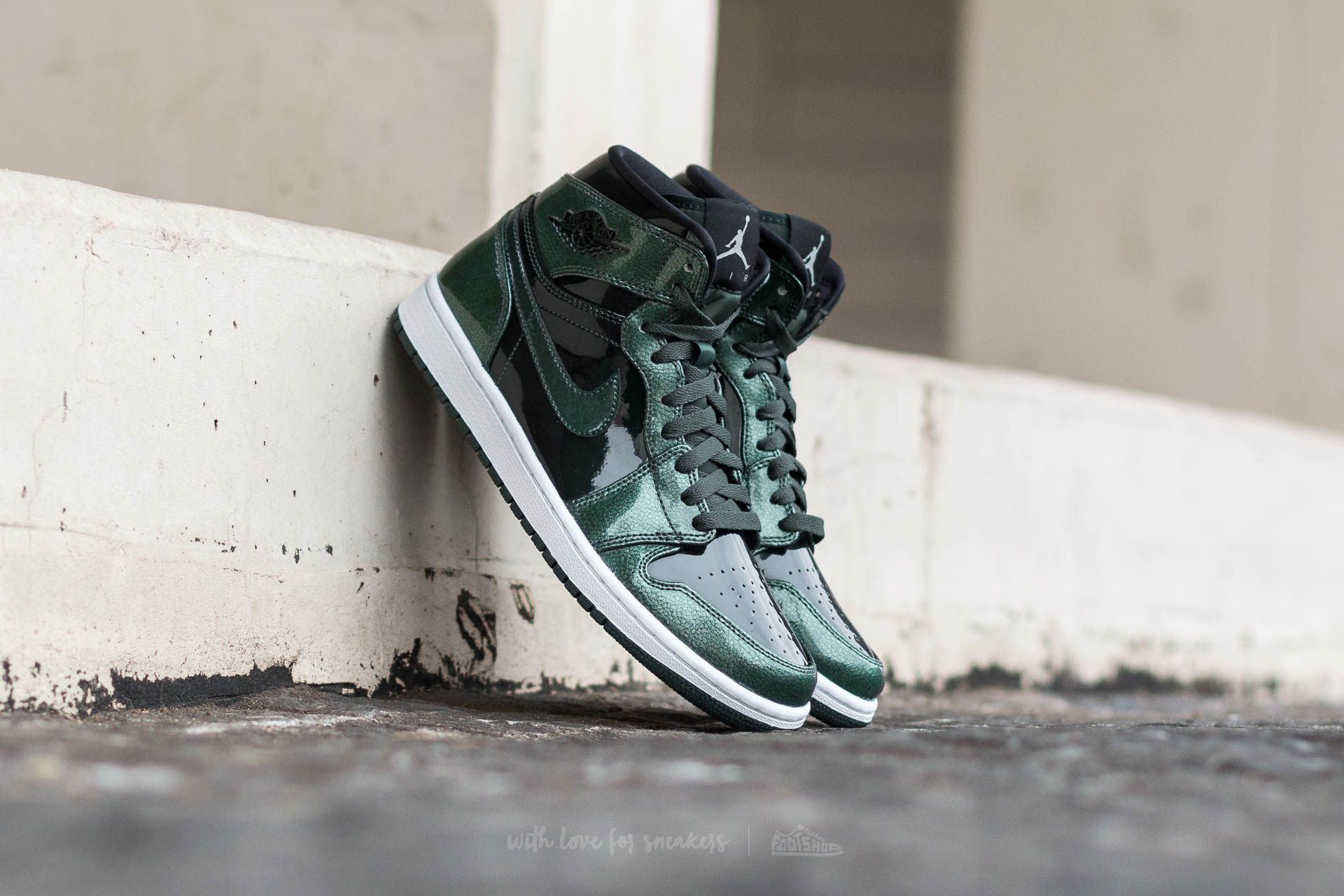 Air Jordan 1 Retro High Grove Green/ Black-White - 11985
