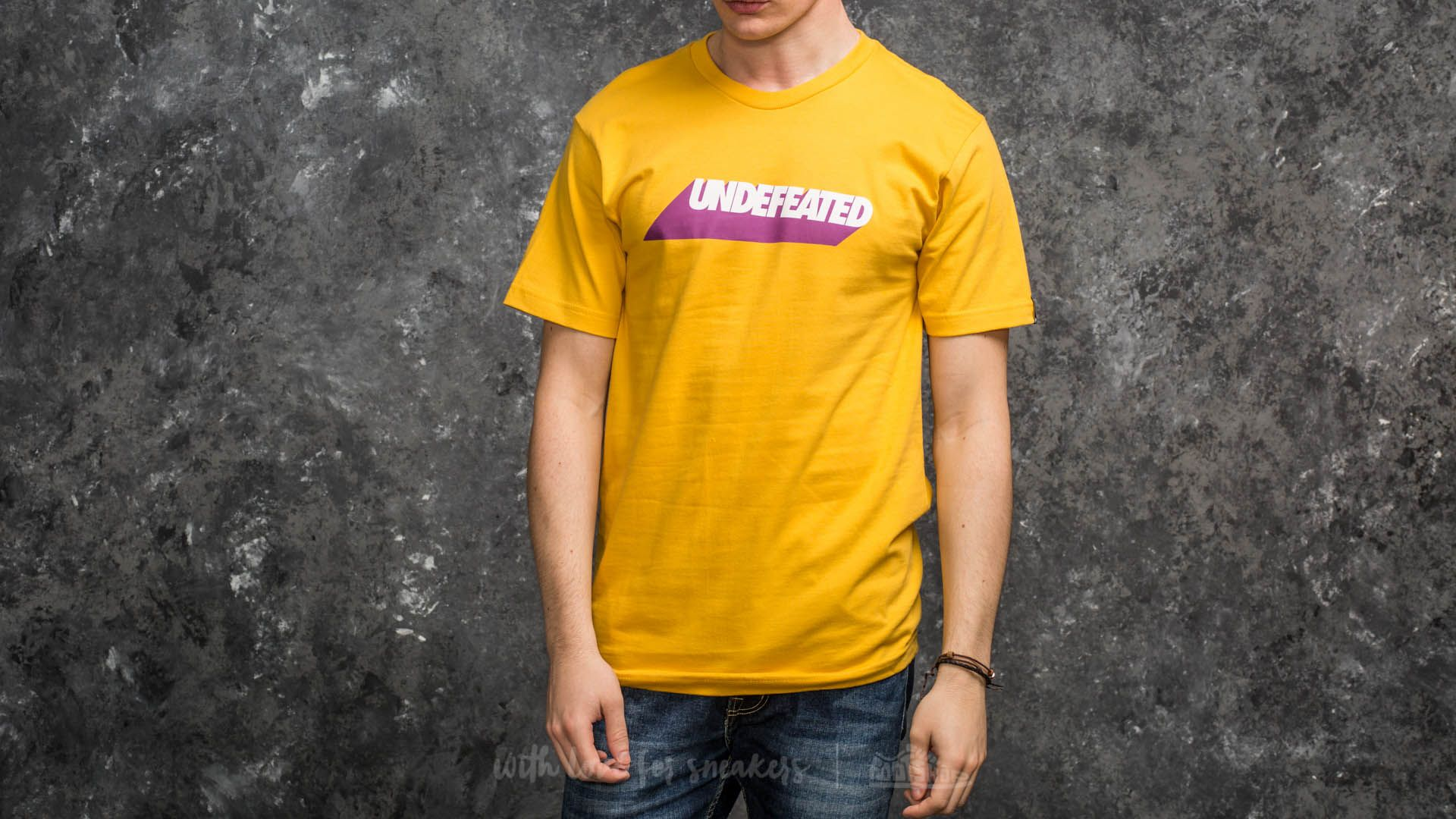Undefeated Cast Tee Gold - 15043